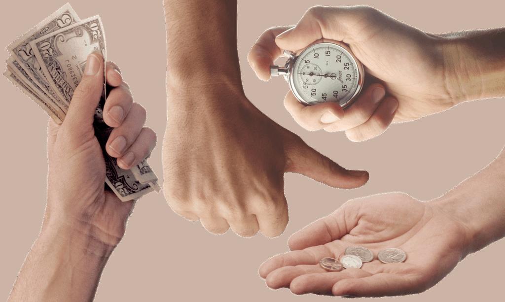 kilka dłoni trzymających banknoty, monetu lub stoper