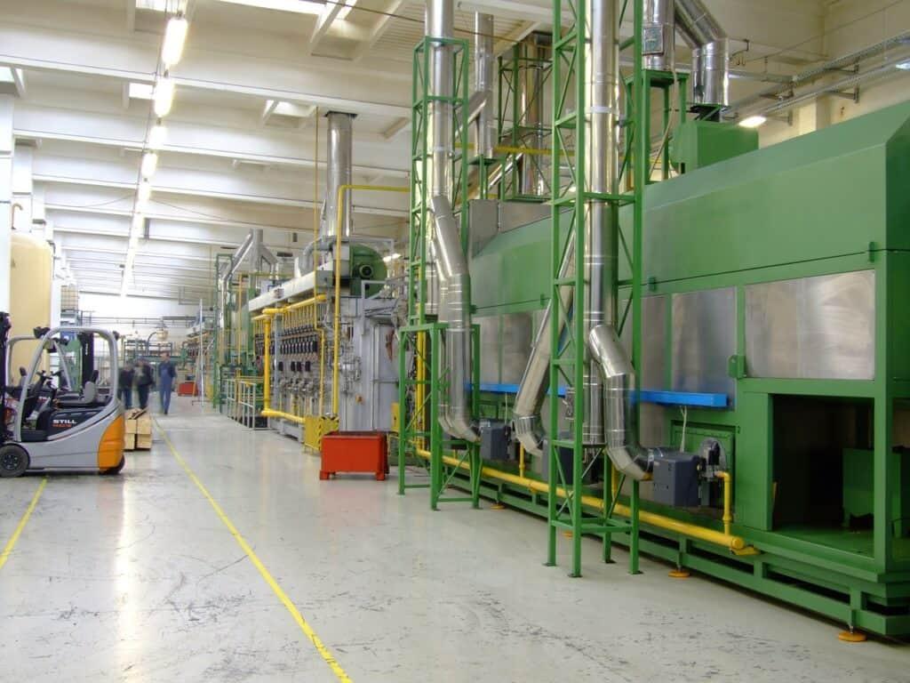 linia produkcyjna w fabryce