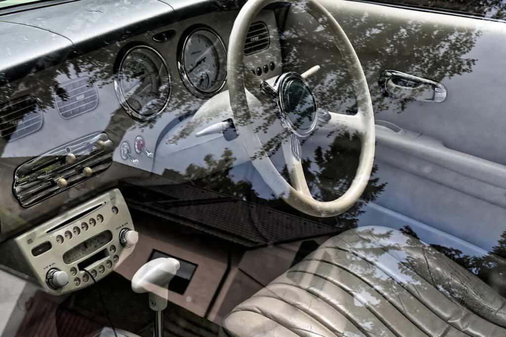 deska rozdzielacza i kierownica eleganckiego samochodu